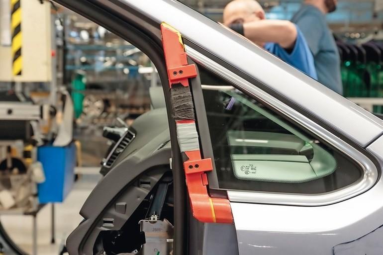 3D_printed_window_gauge_at_Volkswagen_Autoeuropa.jpg