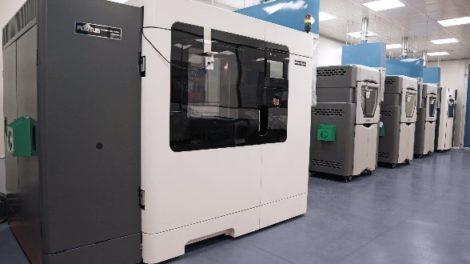 Die 3D-Druckanlage von Marchesini Group mit zwölf industrietauglichen 3D-Druckern von Stratasys