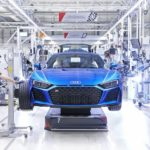 "Audi_R8-Manufactory_at_""Böllinger_Höfe"",_near_the_Neckarsulm_production_site:_Attachment_of_the_wheel_to_the_Audi_R8_Coupé."