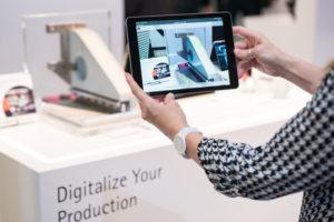 tablett mit neuen Entwicklungen im Bereich 3D-Druck auf der Formnext2019_Druck