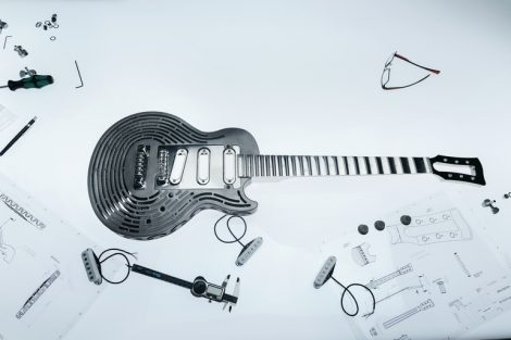 The_indestructible_guitar2.jpg